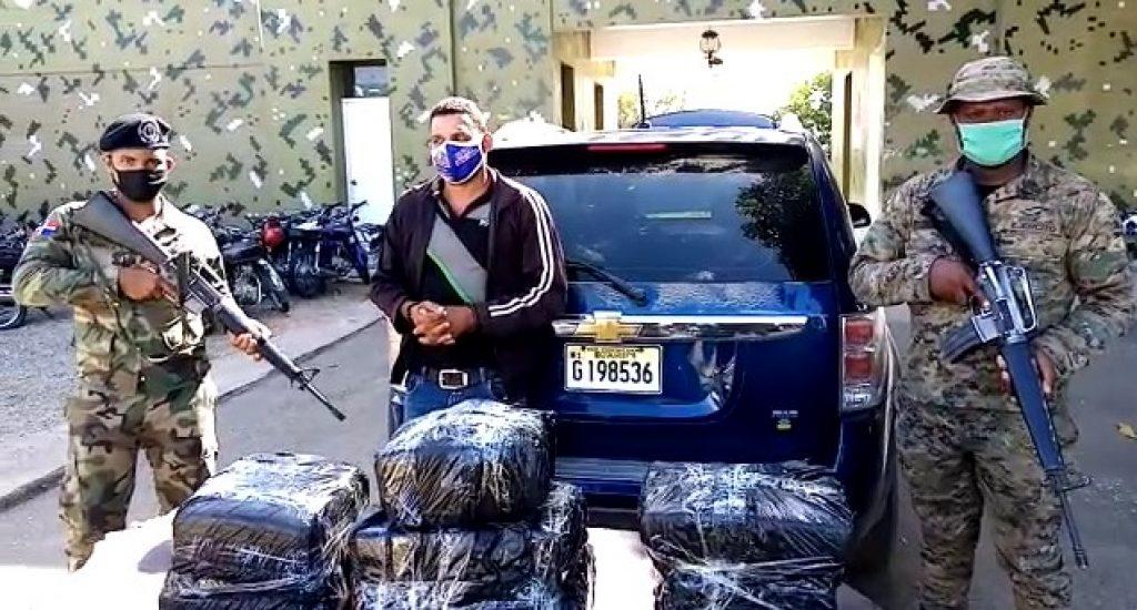 Photo of Ejército detiene joven con 70 libras de marihuana en Dajabón