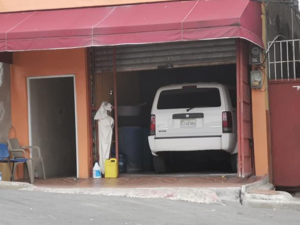Photo of Cadáver de hombre que supuestamente murió por Covid-19 sigue en el interior de su vehículo
