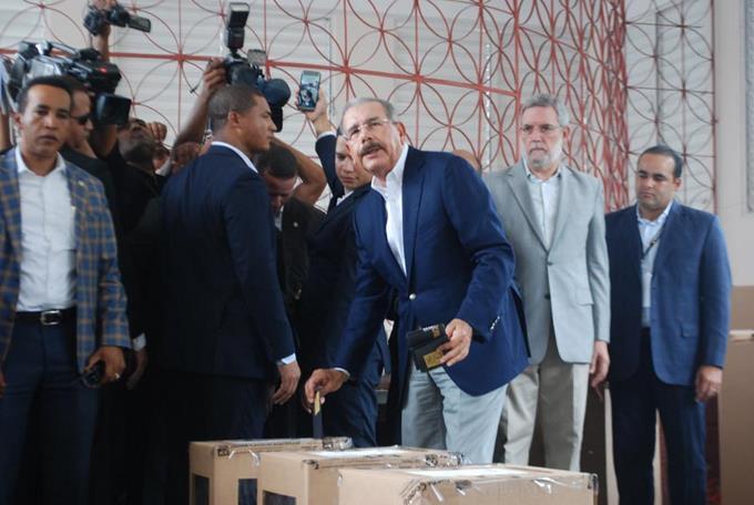 Photo of El presidente Medina vota mañana en elecciones que marcan final de su gestión